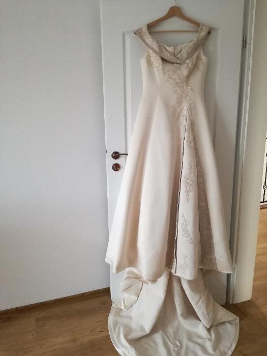 Vand rochie de mireasa vintage marca Demetrios