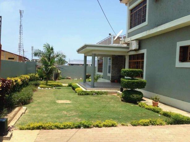 Mahotas, t5 luxuosa com piscina e campo de basqueteball. Maputo - imagem 2