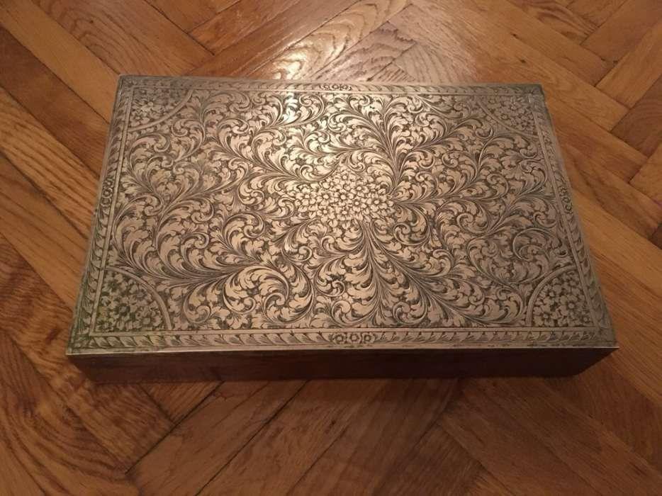 Caseta bijuterii veche cu placa de argint 800.