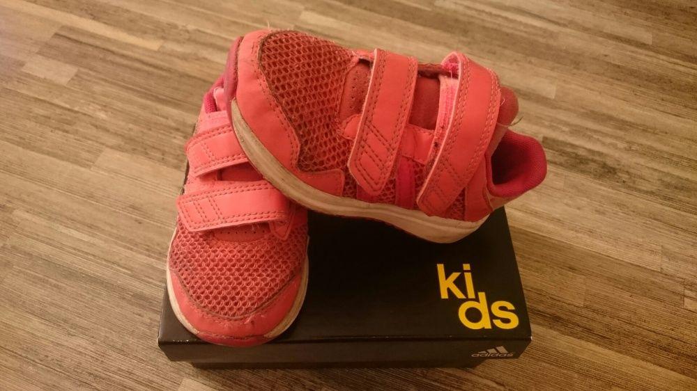 Маркови маратонки Адидас/ Adidas на малки принцеси на супер цена!