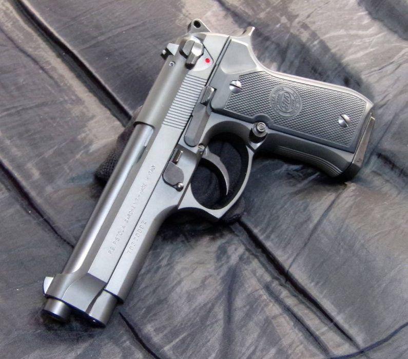Pistol FOARTE PUTERNIC Airsoft Aer Comprimat Co2gaz Beretta M9 6.04mm