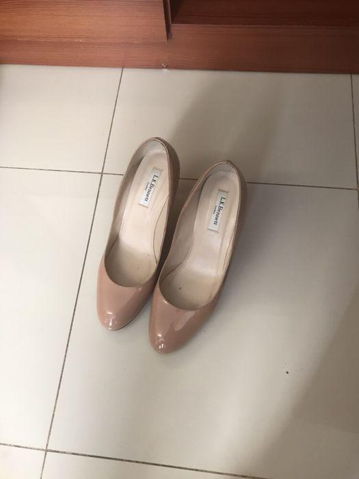 Vendem-se sapatos semi-novos, tamanho 40