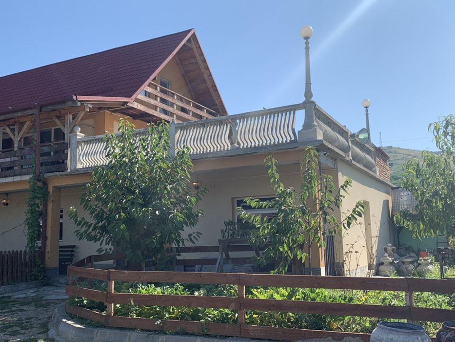 Vanzare  casa  8 camere Caras Severin, Moldova Noua  - 130000 EURO