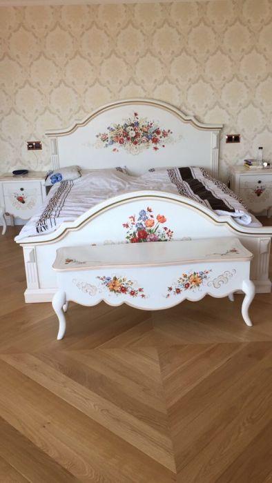 Mobila de dormitor la comanda pictata si patinata,modele Unicat