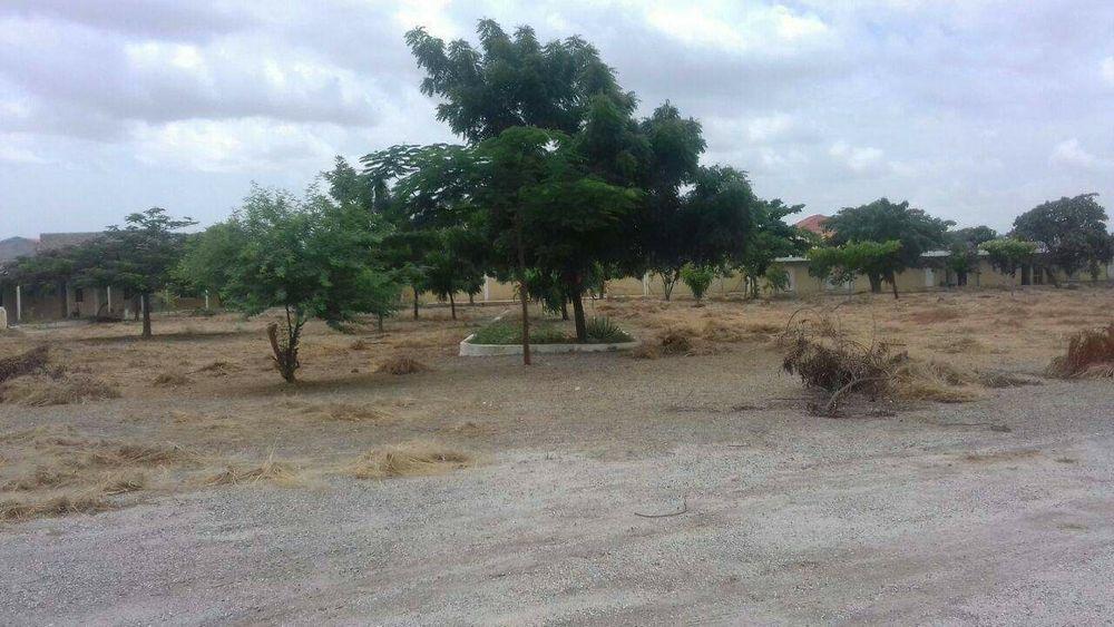 Vende se um terreno de 12 hectares no Camama estrada principal