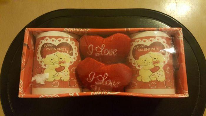 Set căni și inimioare îndrăgostiți