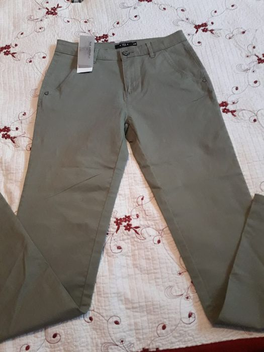 Pantalonii noi băieți