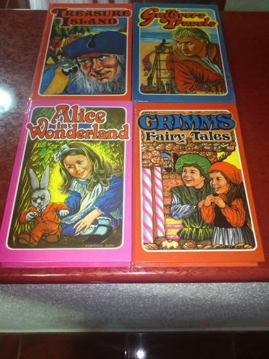 VAND SET DE 4 Carti Cartonate - anii'80 - LIMBA ENGLEZA