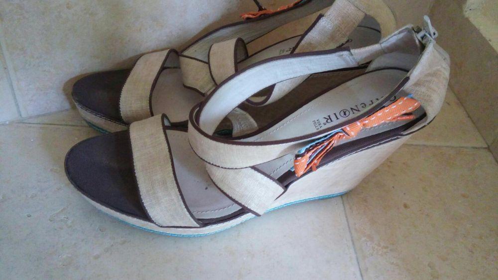 Cafenoir-сандали бели от плат с платформа