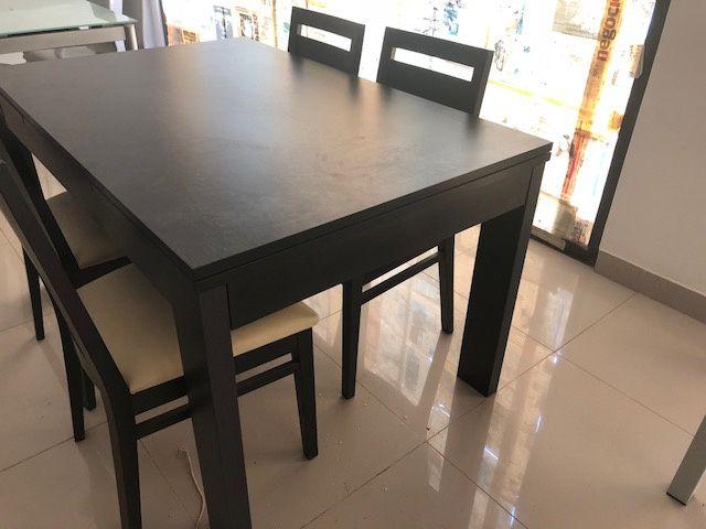 Vendo Mesa Sala Jantar e Cadeiras em Madeira Wengue