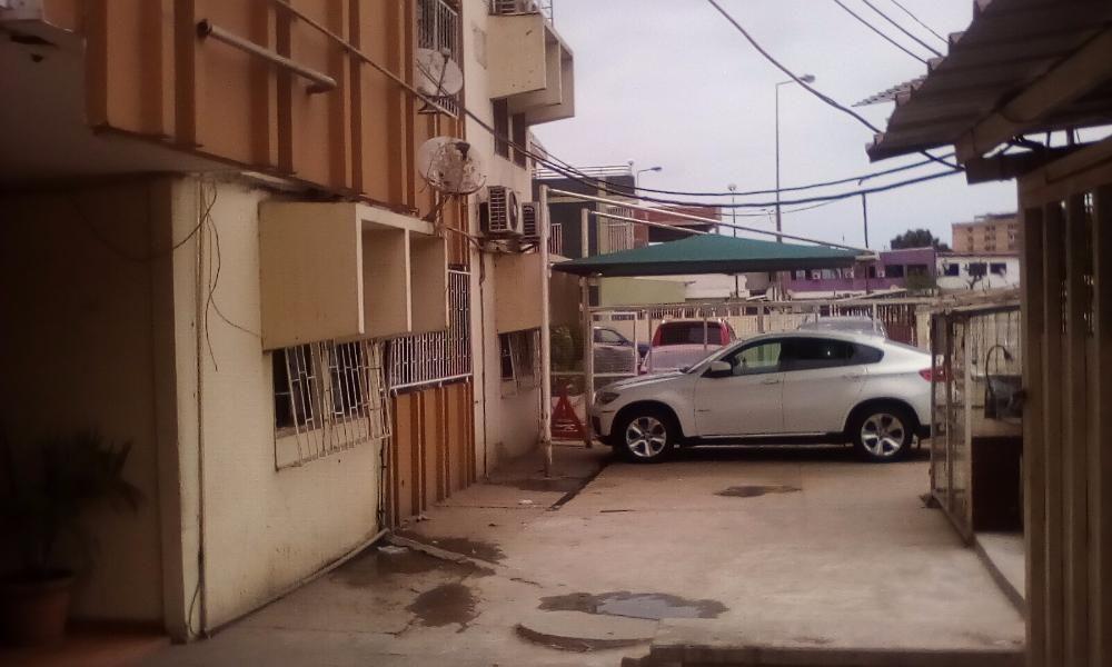 Vende-se Apartamento T4 prédio recente maianga