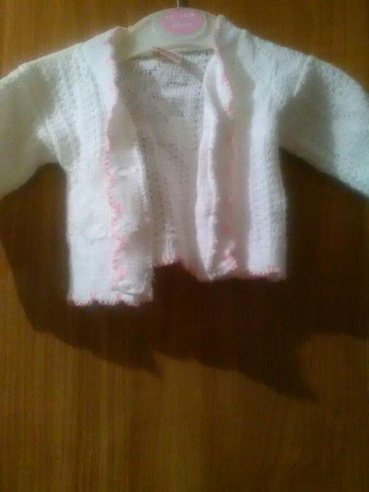 Pulovere de fetite purtate o singura data varsta o -3 luni ,3-6 luni