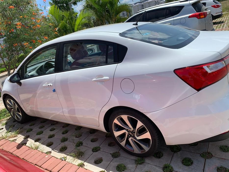 Kia Rio Sedan Full full recém chegado do zero