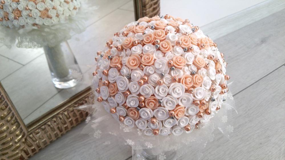 Buchet bijuterie cu trandafiri alb/peach