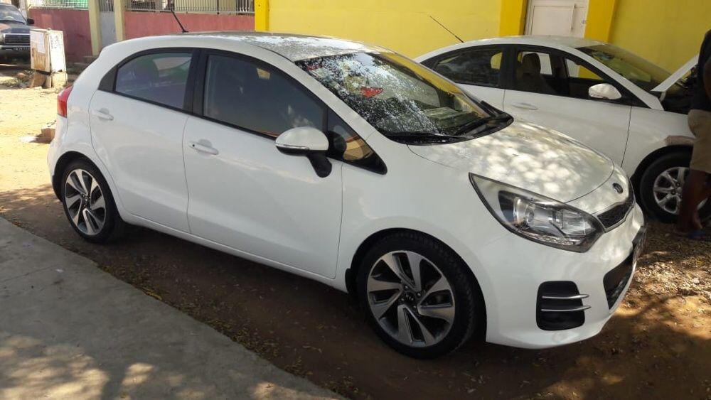 Kia Rio full option semi nova