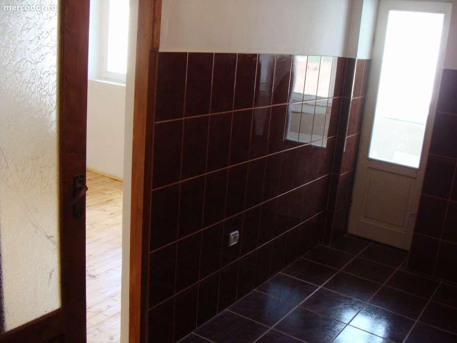 Vanzare  apartament  cu 3 camere  semidecomandat Harghita, Balan  - 17000 EURO