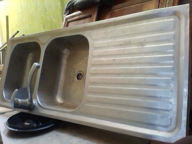 lava-louça de cozinha em bom estado
