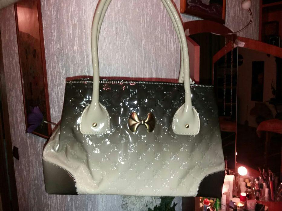 Vand geanta din piele lacuita