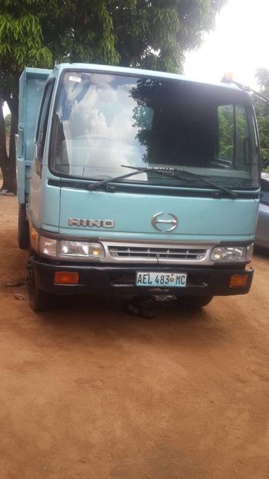 Camião basculante: Toyota | Hino | Manual | Diesel | 4 Toneladas