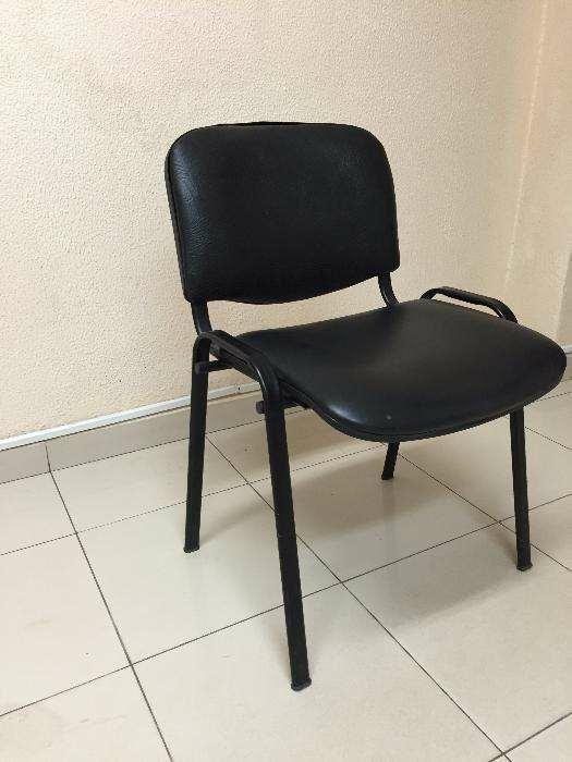 cadeira de napa cor preta.com entrega e montagen.produtos novo .