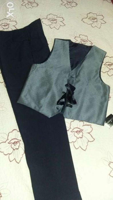 Продам костюм двойку новую (брюки и жилет, бабочка).