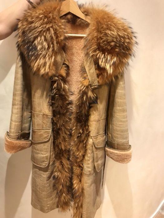 Палто от естествена агнешка кожа с яка от лисица