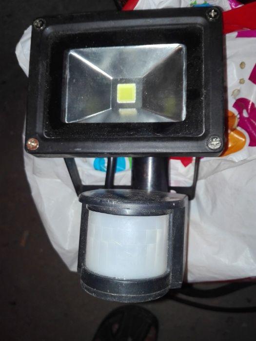 осветителен прожектор