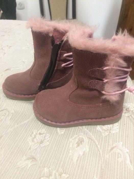 Буйки за прохождащо бебче адидас и обувки К и К и пухени ботушки H&m