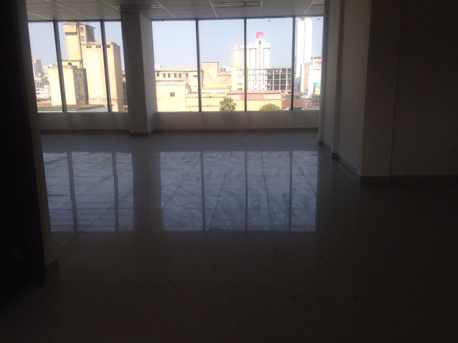 Arrenda se escritório numa área de 275.20m2 na Baixa Av. 25 de Setembr Bairro Central - imagem 2
