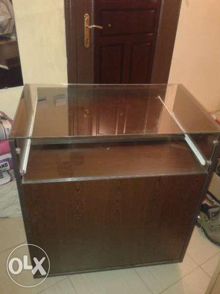 продавам шкаф с витрина