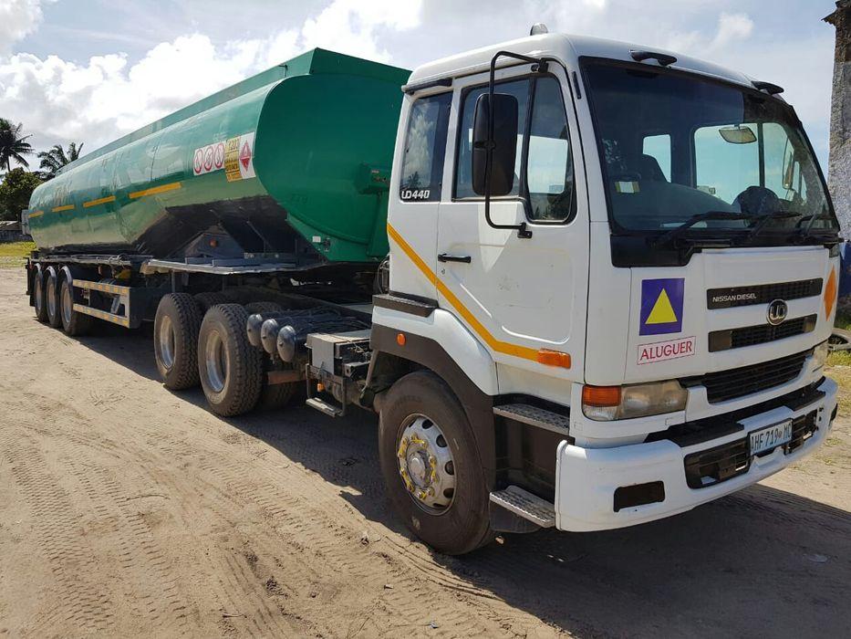 Camião cisterna UD440