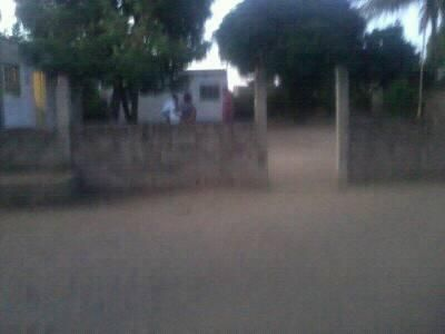 A venda terreno 30/40, com 2 dependencias, no Bagamoyo