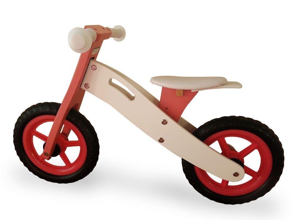 Баланс колело в червено, зелено и жълто