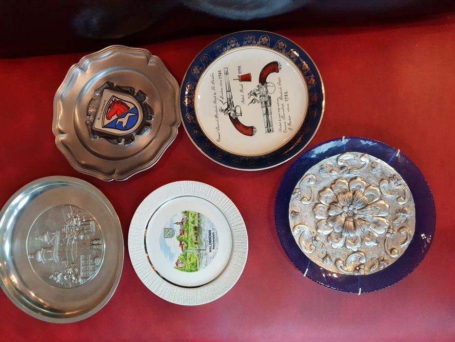 Колекционерски чинии за стена