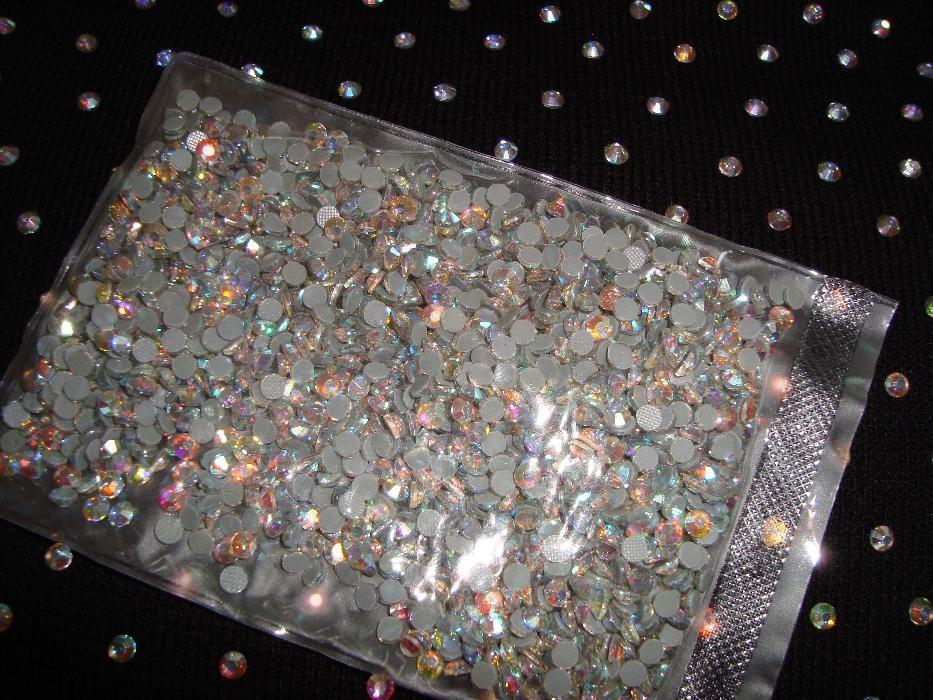 Промо ! камъни, за лепене на рокли : хамелеон , бели и вече сини