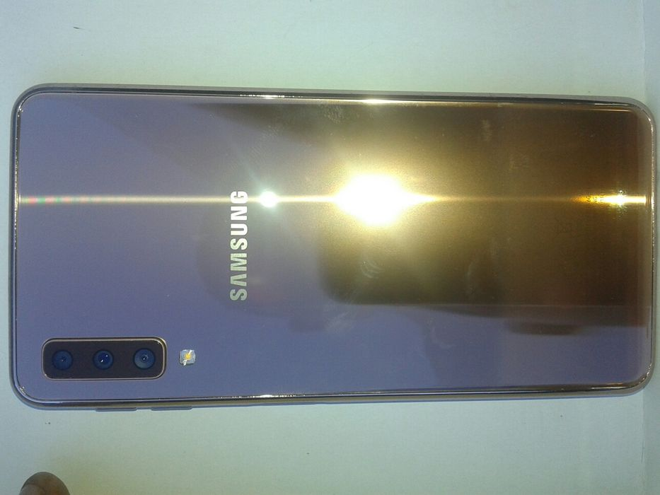 Galaxy A7 2018,DUAL SIM,128gb,4gb RAM,3câmeras 24MP,Amoled,4K video,4G
