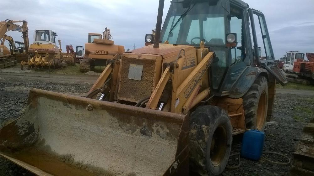 Dezmembrez Buldoexcavator Case 580K,motor,punti,cupa,cilindrii,roti