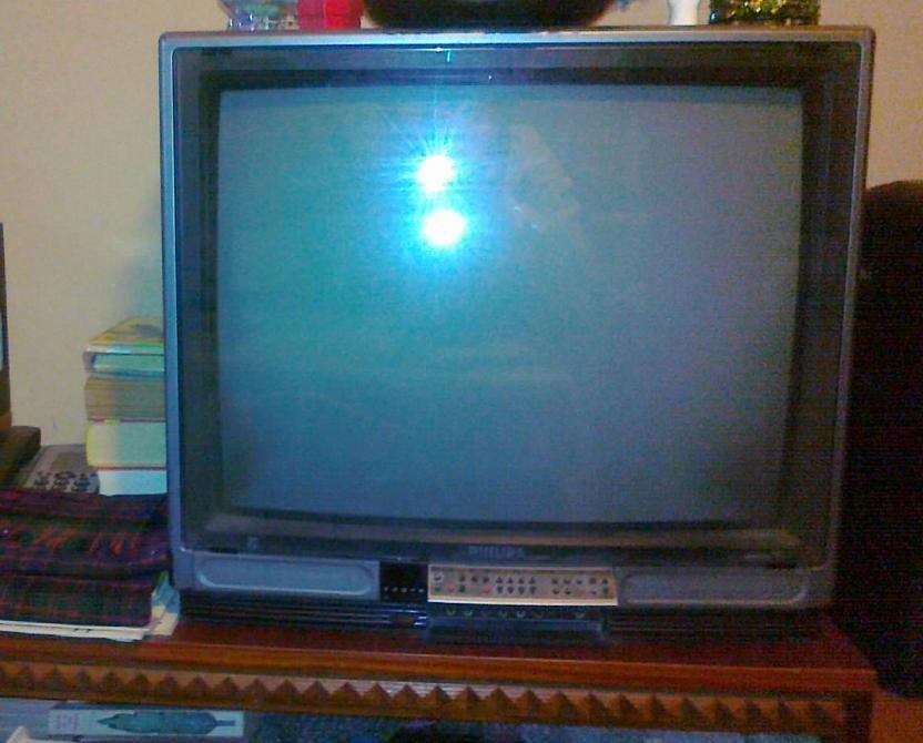 Vand TV Philips defect, pret simbolic, poate fi reparat sau pt PIESE
