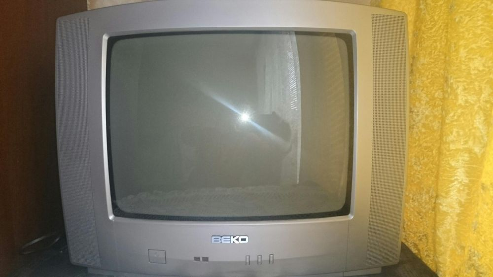 Продавам телевизор Беко 14инча