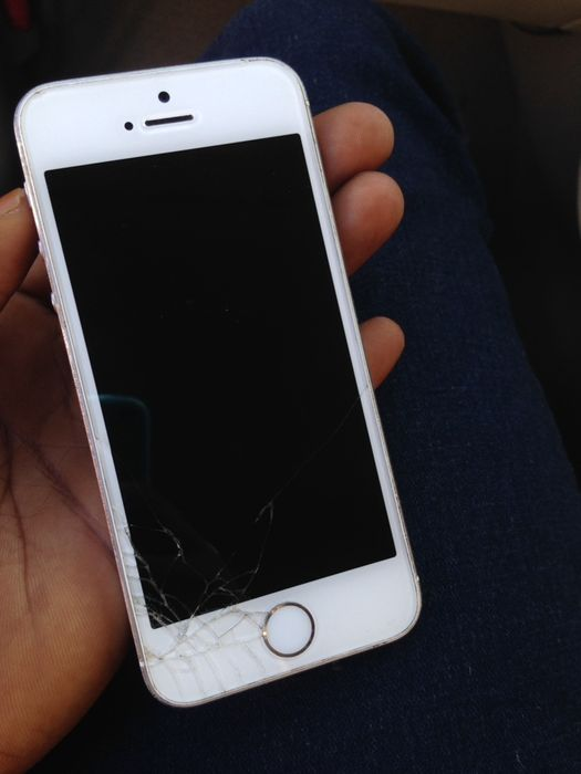 iPhone 5s bloqueado com rachas leves