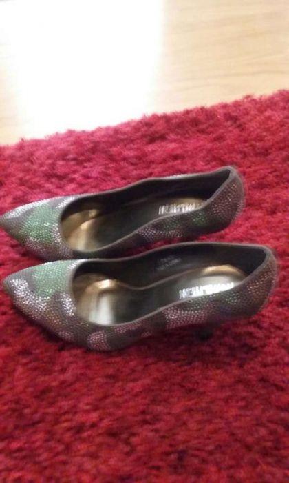 Pantofi noi super eleganti