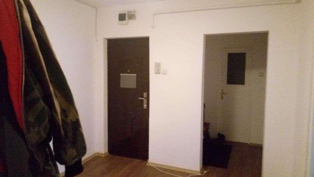 vind apartament 4 camere decomandat mobilat, utilat si amenajat