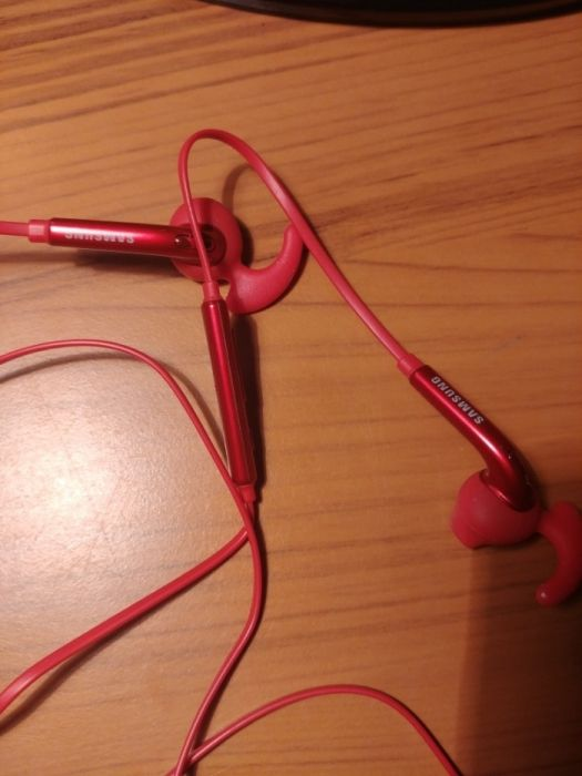 Продаю наушники Samsung In-ear-fit. Red