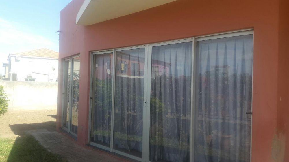 Arrenda-se casa tip3 no condomínio de tsumene -1 luzuoza
