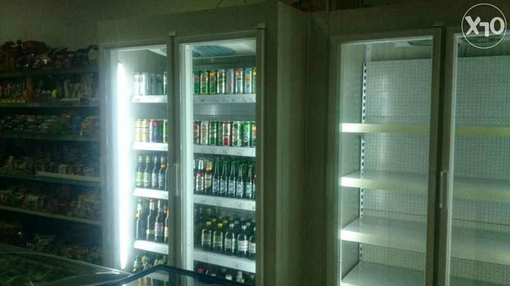 Vitrine frigorifice verticale la comandă