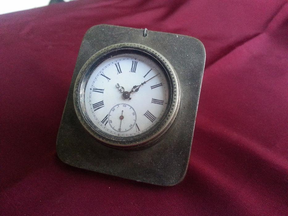 Абсолютно Рядък Стар Настолен Френски Часовник с Ключета