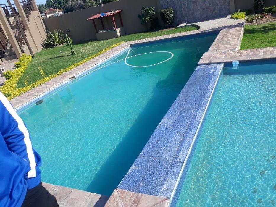 Arrenda-se esta moradia tipo4 mais 4 suites, com piscina e um gerador