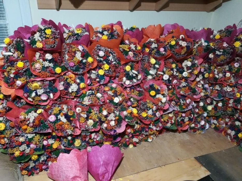 Vând buchete flori uscate!