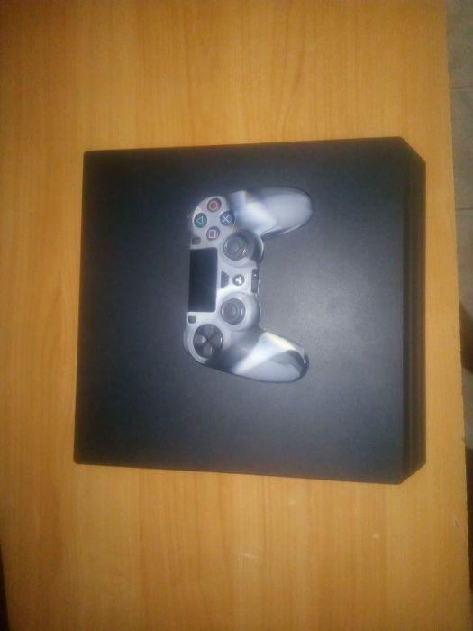 PS4 PRO semi novo 4K ULTRA HD com 1 joystick e todos cabos de ligação