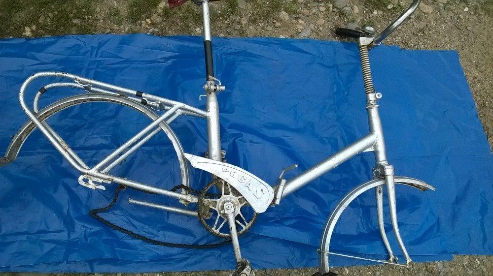 Vind bicicleta pegas bun culoare gri pret 200ron